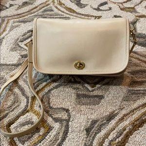 Coach vintage creme leather gorgeous shoulder bag